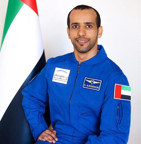 اللحظات الأولى لوصول رائد الفضاء الإماراتي هزاع المنصوري إلى الأرض صورة رقم 18