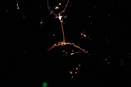 اللحظات الأولى لوصول رائد الفضاء الإماراتي هزاع المنصوري إلى الأرض صورة رقم 10