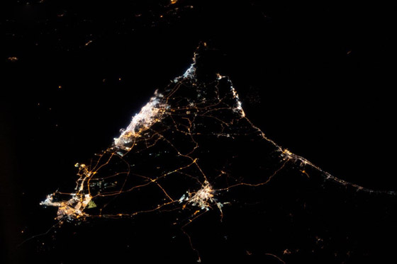 اللحظات الأولى لوصول رائد الفضاء الإماراتي هزاع المنصوري إلى الأرض صورة رقم 9