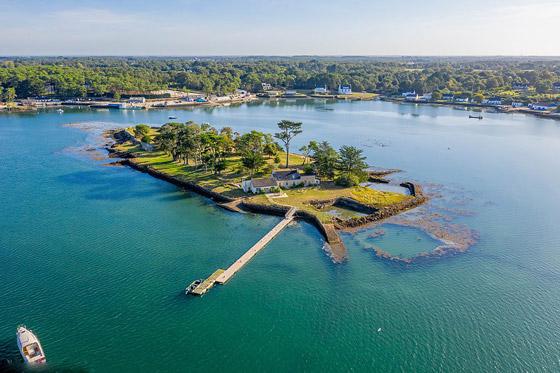 صور: جزيرة ساحرة بأحد أجمل خلجان العالم للبيع مقابل 4 ملايين دولار صورة رقم 1