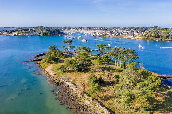 صور: جزيرة ساحرة بأحد أجمل خلجان العالم للبيع مقابل 4 ملايين دولار صورة رقم 8