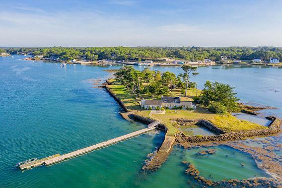 صور: جزيرة ساحرة بأحد أجمل خلجان العالم للبيع مقابل 4 ملايين دولار صورة رقم 9