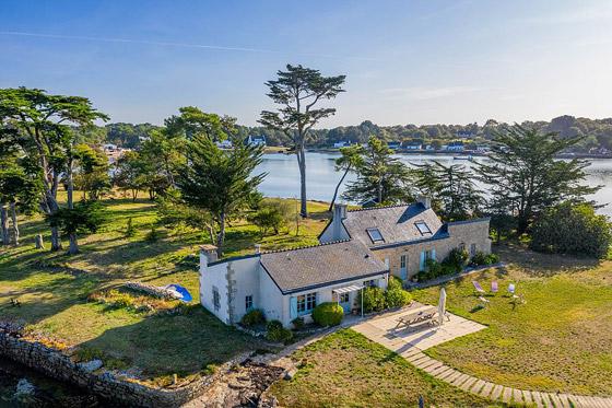 صور: جزيرة ساحرة بأحد أجمل خلجان العالم للبيع مقابل 4 ملايين دولار صورة رقم 10