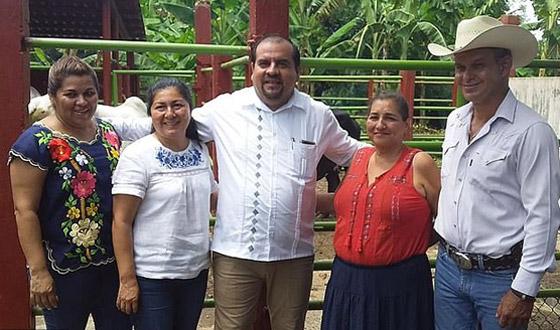 عمدة مكسيكي يرسل مجسما كرتونيا بدلا منه لحضور مناسبة رسمية! صورة رقم 4