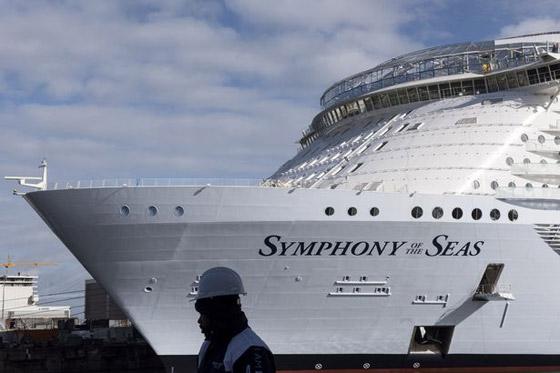 أعجوبة البحر جاهزة.. أكبر سفينة سياحية في العالم تستعد للإبحار صورة رقم 8