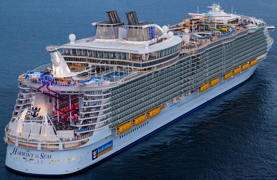 أعجوبة البحر جاهزة.. أكبر سفينة سياحية في العالم تستعد للإبحار صورة رقم 15