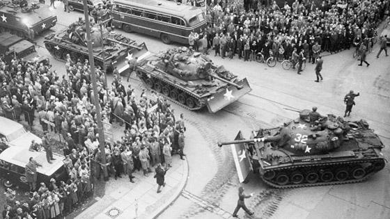 دبلوماسي حاول الذهاب للأوبرا وكاد يتسبب في حرب عالمية صورة رقم 7