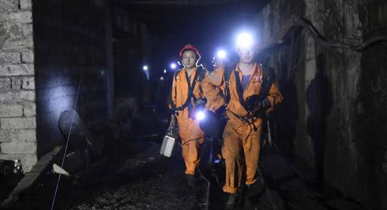 حصار العشرات تحت الأرض بعد انفجار منجم في ألمانيا صورة رقم 2
