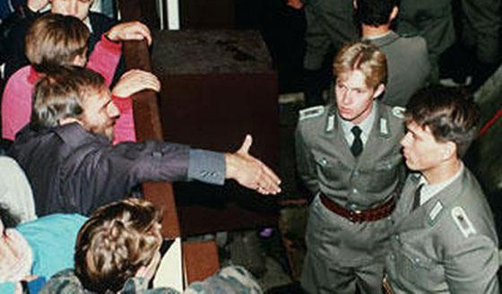 30 عاماً على سقوط جدار برلين .. كيف تغير العالم؟ صورة رقم 13