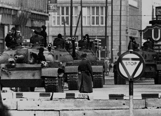 30 عاماً على سقوط جدار برلين .. كيف تغير العالم؟ صورة رقم 16