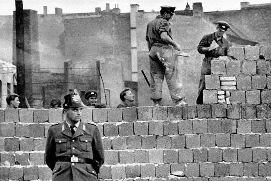 30 عاماً على سقوط جدار برلين .. كيف تغير العالم؟ صورة رقم 23