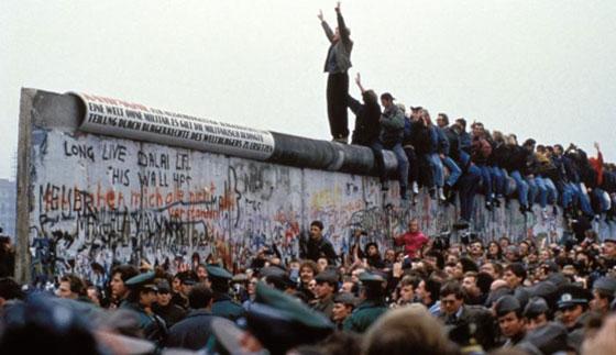 30 عاماً على سقوط جدار برلين .. كيف تغير العالم؟ صورة رقم 1