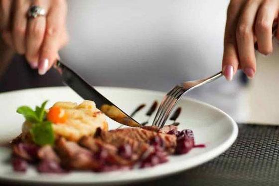 4 عادات أثناء تناول الطعام تساعد على خسارة الوزن صورة رقم 2