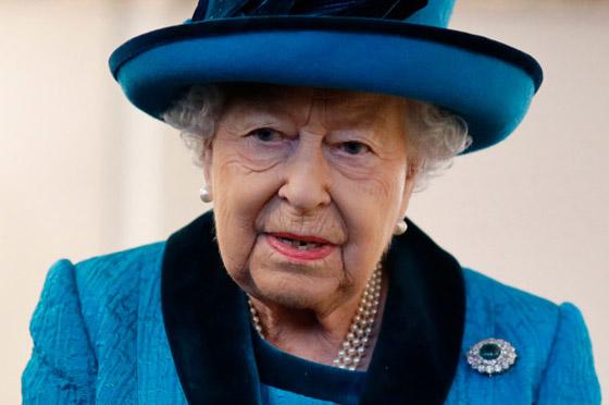 منسقة الأزياء الملكية تكشف الوجه الآخر للملكة إليزابيث صاحبة التاج البريطاني صورة رقم 19