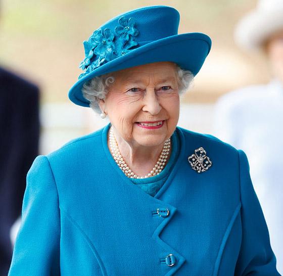 منسقة الأزياء الملكية تكشف الوجه الآخر للملكة إليزابيث صاحبة التاج البريطاني صورة رقم 25