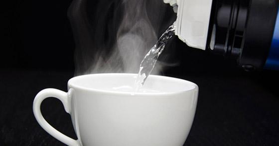 صورة رقم 2 - كأس دافئ من الماء صباحا يقيك من هذه الأمراض