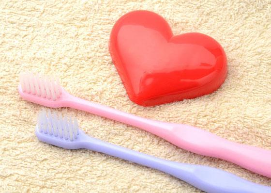 لن تصدق.. تنظيف الأسنان بانتظام يقي قلبك من هذا المرض! صورة رقم 1