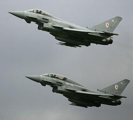 طائرة مدنية إسرائيلية ترعب شمال لندن بانفجار صوتي عال! فيديو صورة رقم 7