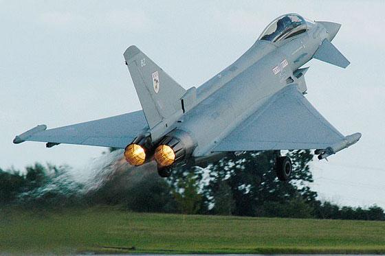 طائرة مدنية إسرائيلية ترعب شمال لندن بانفجار صوتي عال! فيديو صورة رقم 11