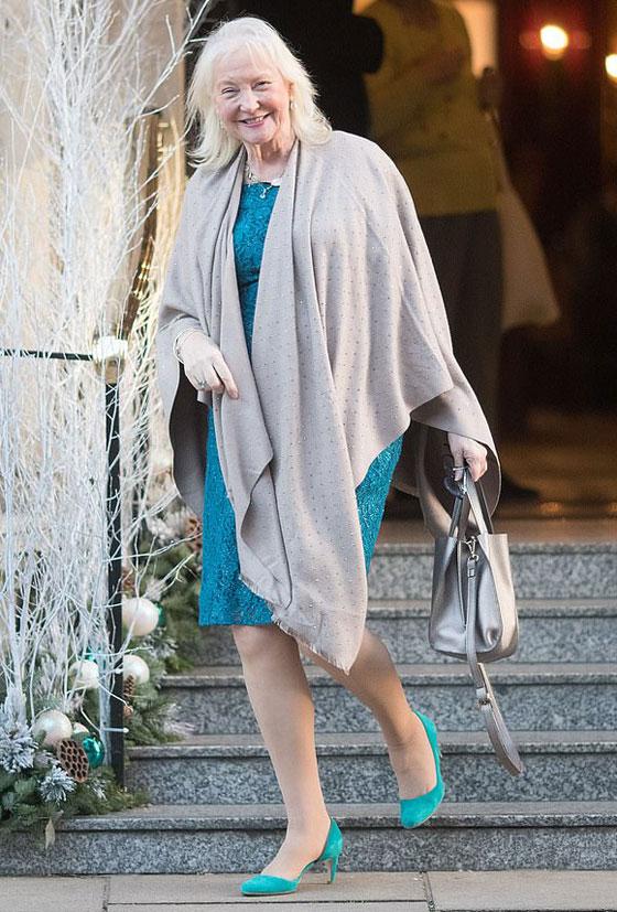 منسقة الأزياء الملكية تكشف الوجه الآخر للملكة إليزابيث صاحبة التاج البريطاني صورة رقم 10