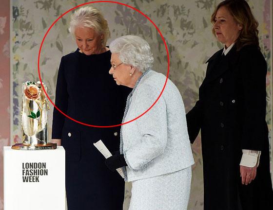 منسقة الأزياء الملكية تكشف الوجه الآخر للملكة إليزابيث صاحبة التاج البريطاني صورة رقم 3