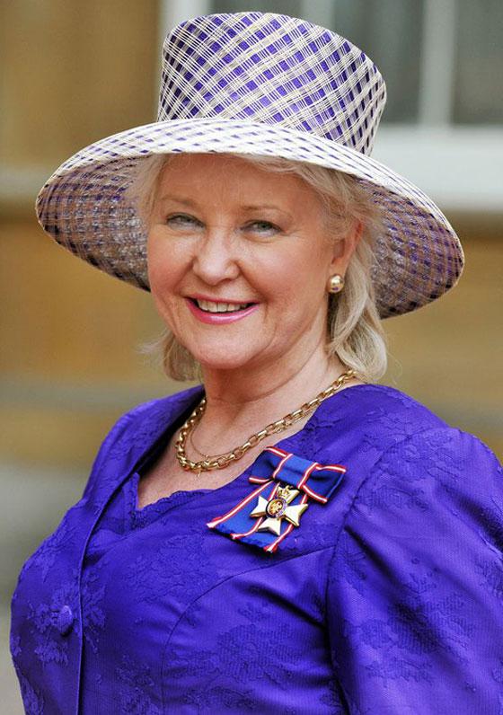 منسقة الأزياء الملكية تكشف الوجه الآخر للملكة إليزابيث صاحبة التاج البريطاني صورة رقم 11