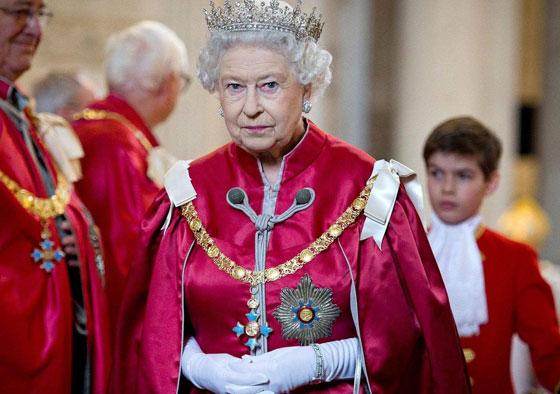 منسقة الأزياء الملكية تكشف الوجه الآخر للملكة إليزابيث صاحبة التاج البريطاني صورة رقم 15