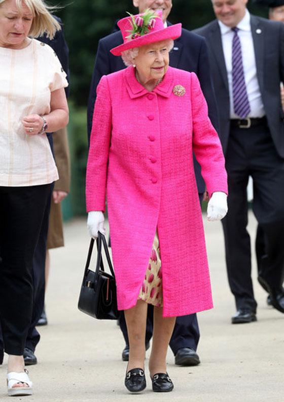 منسقة الأزياء الملكية تكشف الوجه الآخر للملكة إليزابيث صاحبة التاج البريطاني صورة رقم 14