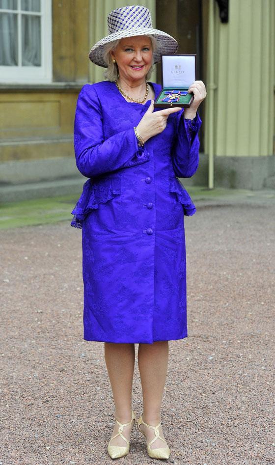 منسقة الأزياء الملكية تكشف الوجه الآخر للملكة إليزابيث صاحبة التاج البريطاني صورة رقم 4