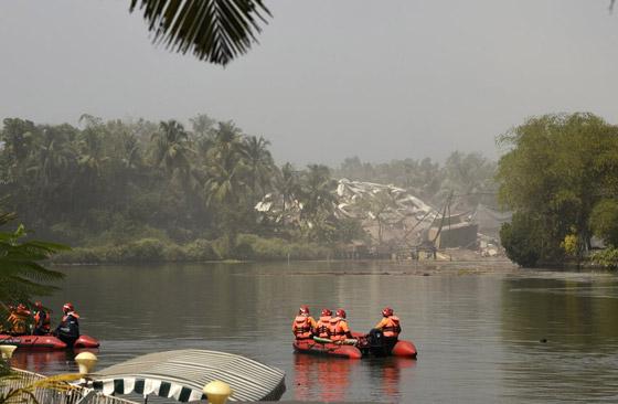 فيديو وصور: تفجير مجمعين سكنيين فاخرين في الهند بقرار من السلطة! صورة رقم 10