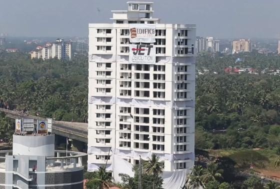 فيديو وصور: تفجير مجمعين سكنيين فاخرين في الهند بقرار من السلطة! صورة رقم 1