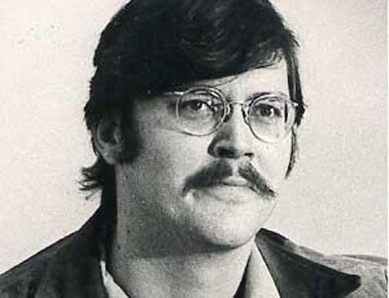 العملاق الذي قتل جده وجدته وأمه.. تعرفوا على القاتل المتسلسل إدموند كيمبر صورة رقم 6