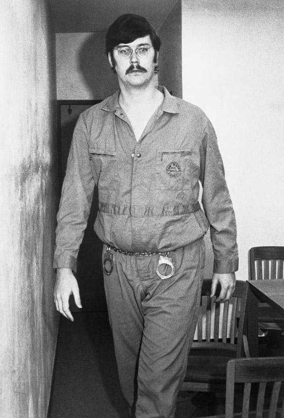 العملاق الذي قتل جده وجدته وأمه.. تعرفوا على القاتل المتسلسل إدموند كيمبر صورة رقم 5