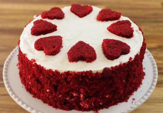كعكة عيد الحب المخملية الحمراء بطريقة سهلة وسريعة التحضير صورة رقم 1