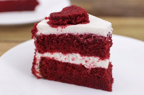 كعكة عيد الحب المخملية الحمراء بطريقة سهلة وسريعة التحضير صورة رقم 3