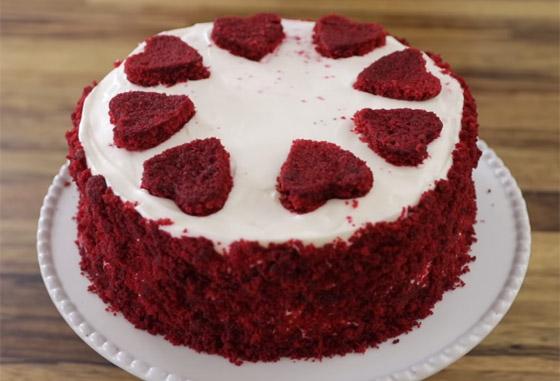 كعكة عيد الحب المخملية الحمراء بطريقة سهلة وسريعة التحضير صورة رقم 8