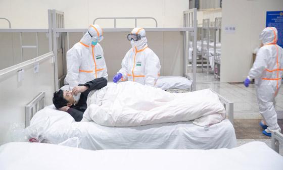 خطره يزداد.. ترجيح إصابة المئات بالطواقم الطبية الصينية بفيروس كورونا! صورة رقم 3
