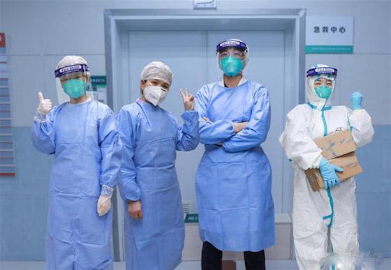 خطره يزداد.. ترجيح إصابة المئات بالطواقم الطبية الصينية بفيروس كورونا! صورة رقم 4