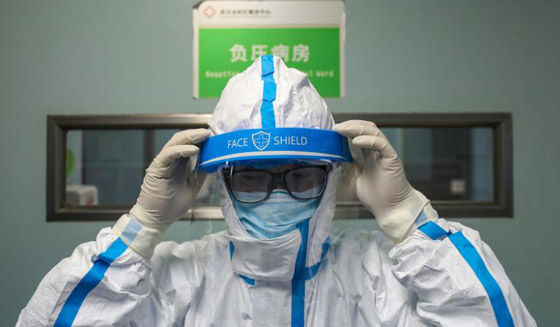 خطره يزداد.. ترجيح إصابة المئات بالطواقم الطبية الصينية بفيروس كورونا! صورة رقم 6