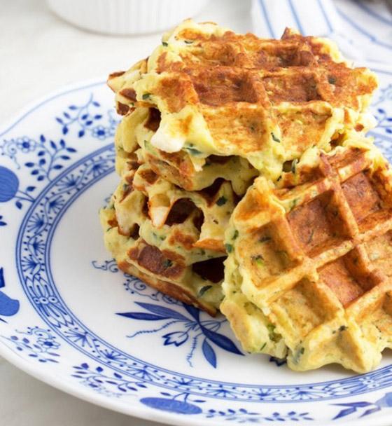 صورة رقم 1 - إليكم طريقة تحضير وافل الكوسا لفطور صباحي صحي ولذيذ خفيف