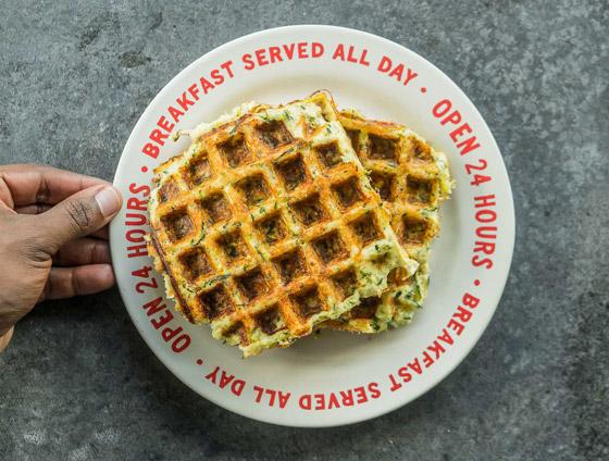 صورة رقم 5 - إليكم طريقة تحضير وافل الكوسا لفطور صباحي صحي ولذيذ خفيف
