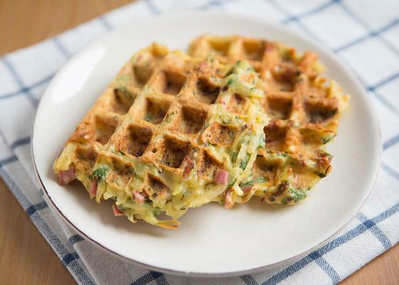 صورة رقم 7 - إليكم طريقة تحضير وافل الكوسا لفطور صباحي صحي ولذيذ خفيف