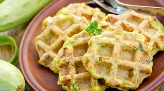 صورة رقم 10 - إليكم طريقة تحضير وافل الكوسا لفطور صباحي صحي ولذيذ خفيف