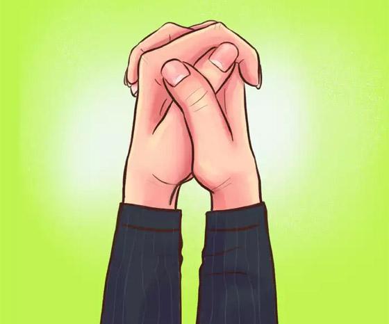 صورة رقم 3 - كيف تكشف طريقة تشبيك الأصابع عن طبيعة الشخصية؟