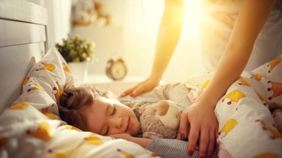 12 نصيحة ستسهل عليك معاناة إيقاظ أطفالك في الصباح صورة رقم 1