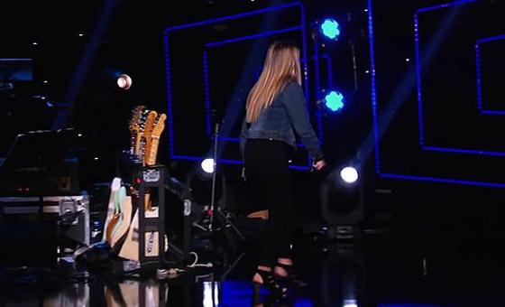 فيديو: لماذا انهارت المغنية كاتي بيري بالبكاء في (أمريكان ايدول)؟ صورة رقم 5