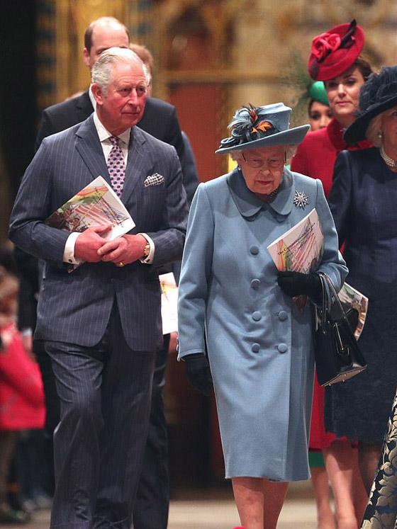 هذا آخر لقاء جمع الأمير تشارلز بالملكة قبل كشف اصابته بالكورونا صورة رقم 1
