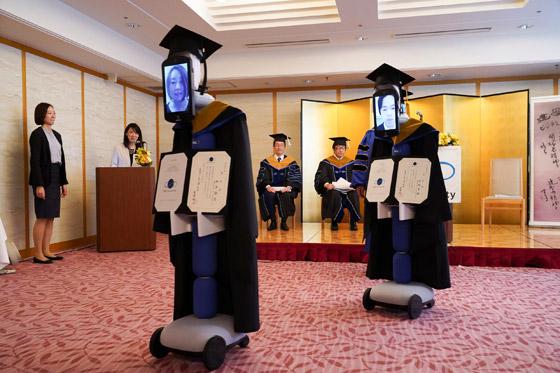 صورة رقم 3 - صور: حفل تخرج افتراضي ذكي لطلاب جامعة يابانية بسبب فيروس كورونا