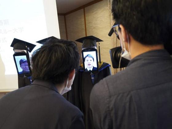 صورة رقم 6 - صور: حفل تخرج افتراضي ذكي لطلاب جامعة يابانية بسبب فيروس كورونا