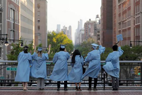 صورة رقم 9 - بالصور: حفلات تخرج رمزية للطلاب في ظل جائحة وباء كورونا